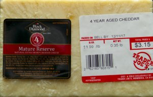 TJ, trader joe's, black diamond mature reserve, extra sharp cheddar, review, price, calories, nutrition